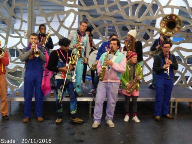 La fanfare « Poil'O Brass Band » à la bodéga